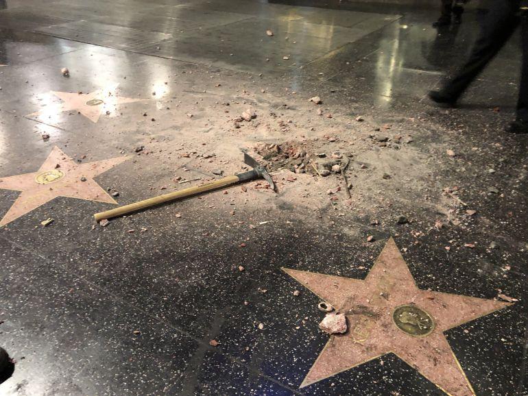 Destruyen la estrella de Trump en el Paseo de la Fama (fotos)