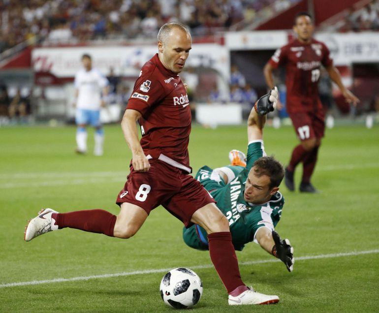 Con golazo, Andrés Iniesta marca por primera vez en Japón