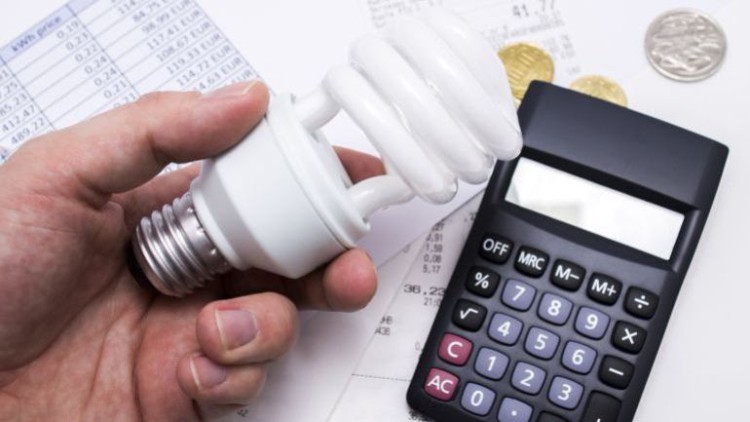La luz nos costará este agosto casi un 30% más que hace un año