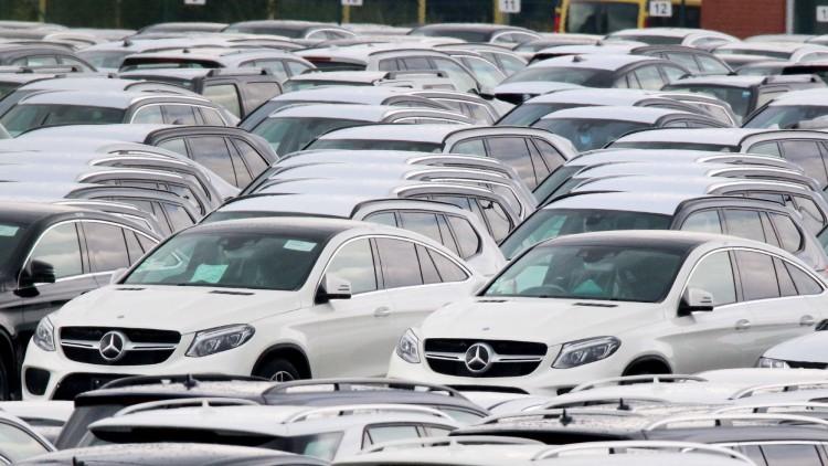 Daimler llama a revisión un millón de coches en Europa por las emisiones diésel
