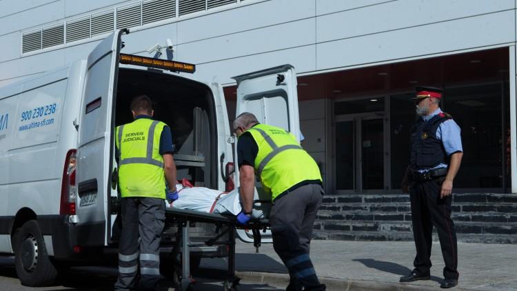 """Los Mossos abaten a un argelino que entró en una comisaría con un cuchillo al grito de """"Alá es grande"""""""