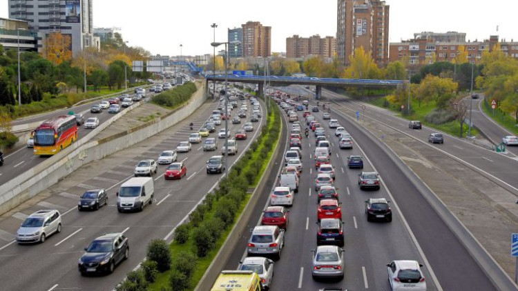 Las grandes ciudades plantan cara a los coches más contaminantes