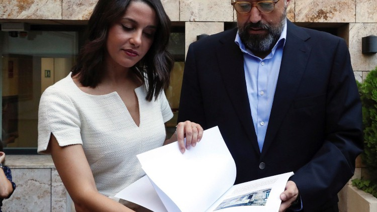 Cs pide amparo al Defensor del Pueblo para defender los derechos constitucionales de los catalanes