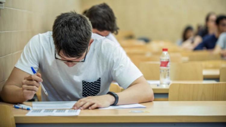 Más de la mitad de los futuros estudiantes universitarios ven su futuro laboral fuera de España