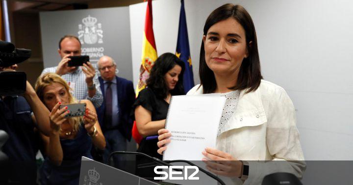 Dimite la ministra de Sanidad, Carmen Montón, por las dudas sobre su máster