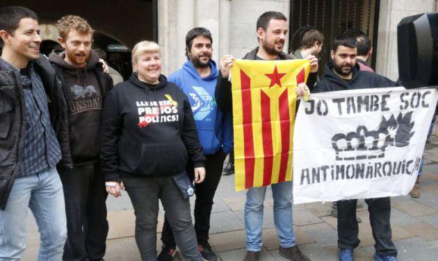 Encausados por quemar fotos del Rey tras la sentencia de Estrasburgo