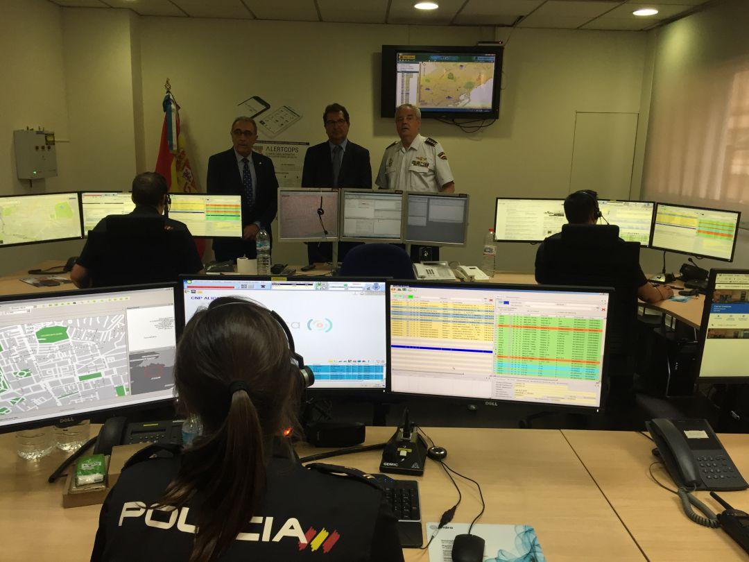 Sala del teléfono 091 de la Policía Nacional