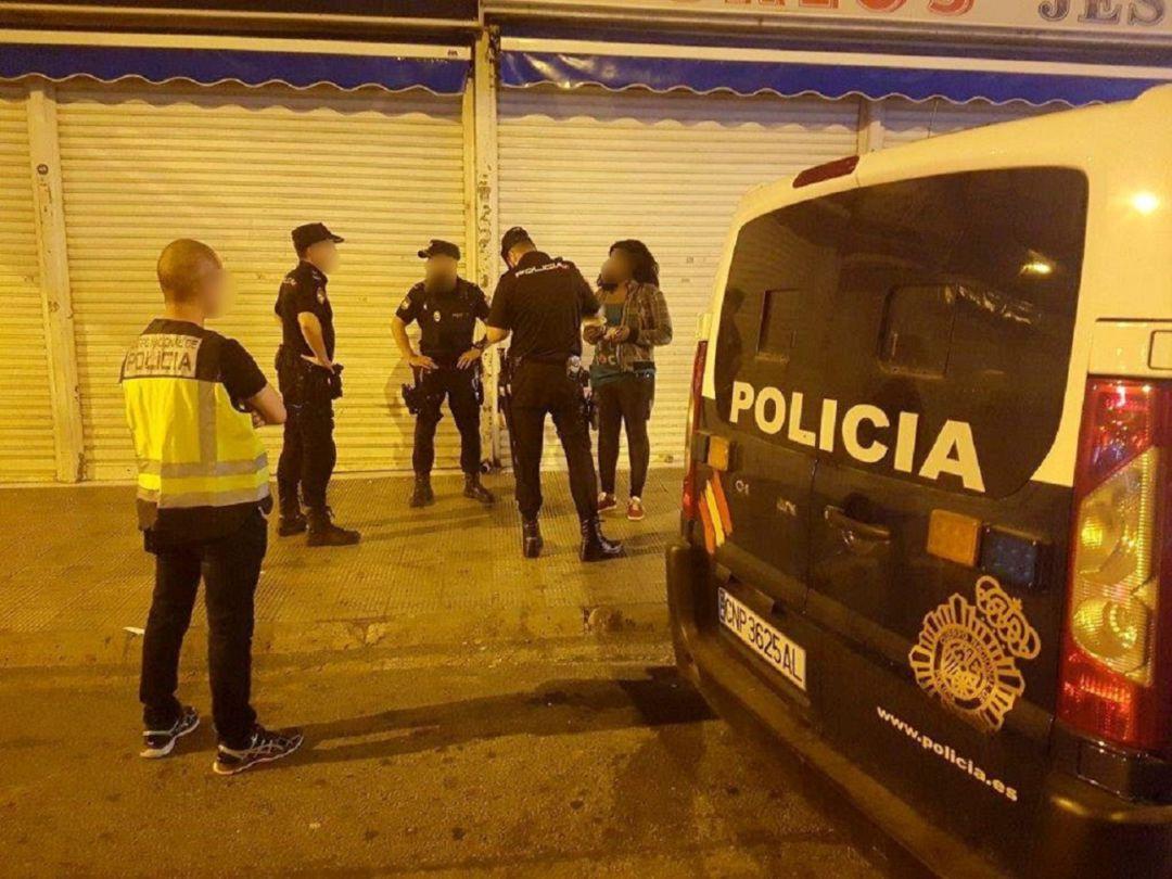 Agentes del servicio nocturno del CNP