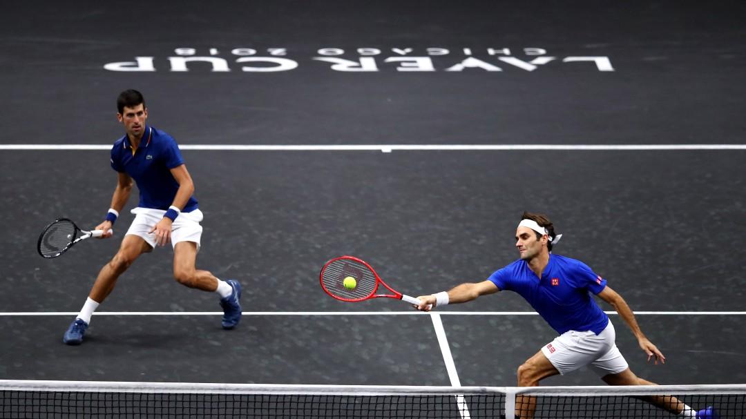 La reacción de Djokovic tras darle un pelotazo a Federer que se ha hecho viral