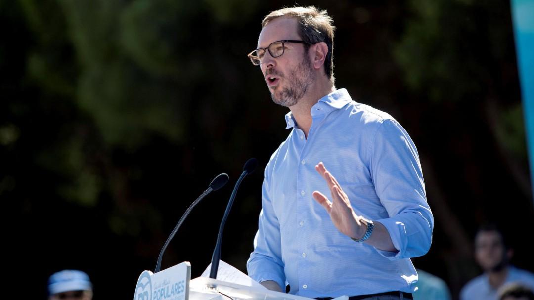 Maroto pregunta a Sánchez si irá él a abrir la puerta a los políticos presos