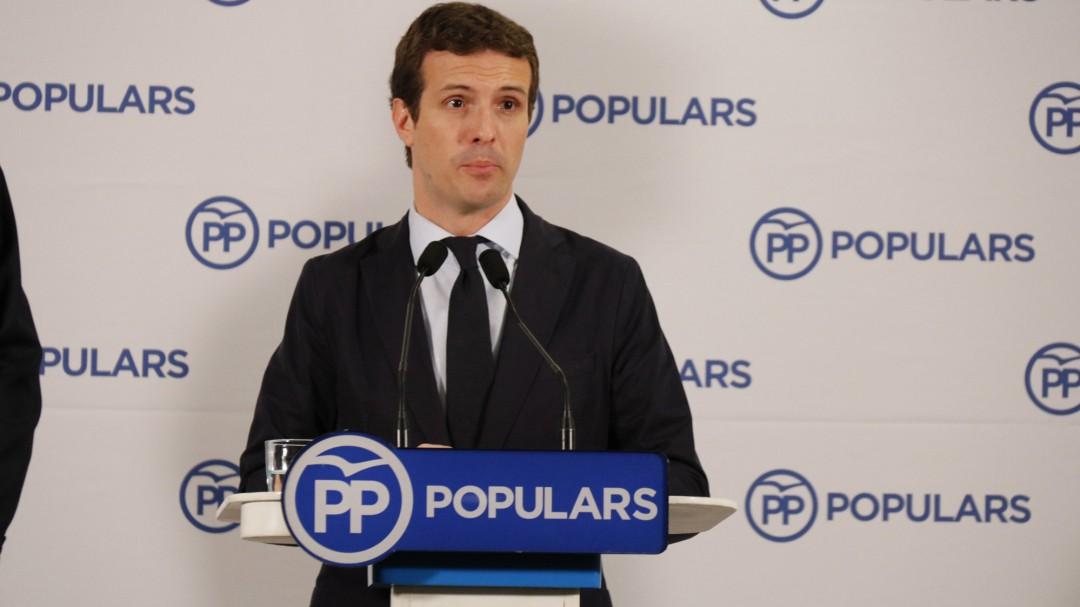 Casado busca la foto con los expresidentes, pero a Rajoy le incomoda salir junto a Aznar