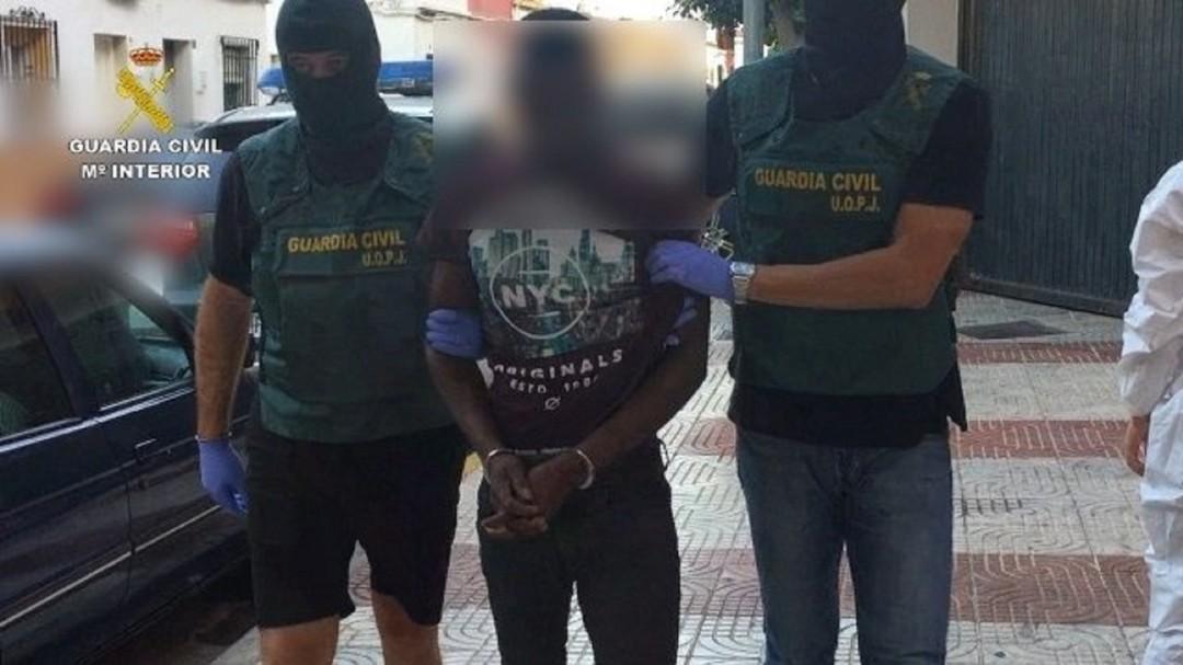 Detenido en Barajas por la muerte de la mujer hallada en un vertedero de Almería