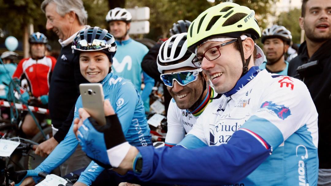 La colorida indumentaria de Valverde para lucir el maillot de campeón del mundo al máximo