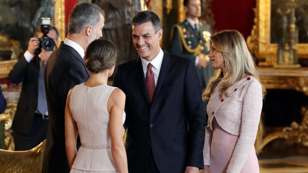 Zarzuela emite un comunicado y confirma que pidió a Sánchez y a su esposa permanecer con los reyes