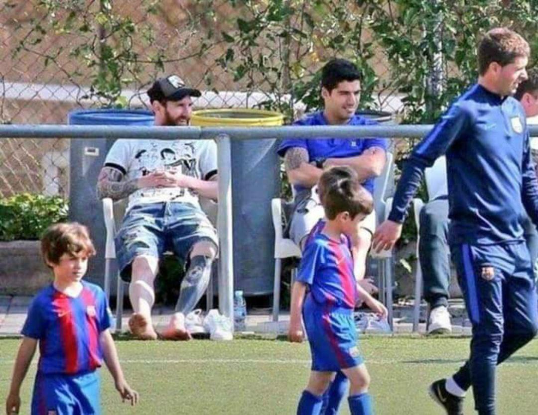 El mensaje viral de un papá que fotografió a Messi y Suárez