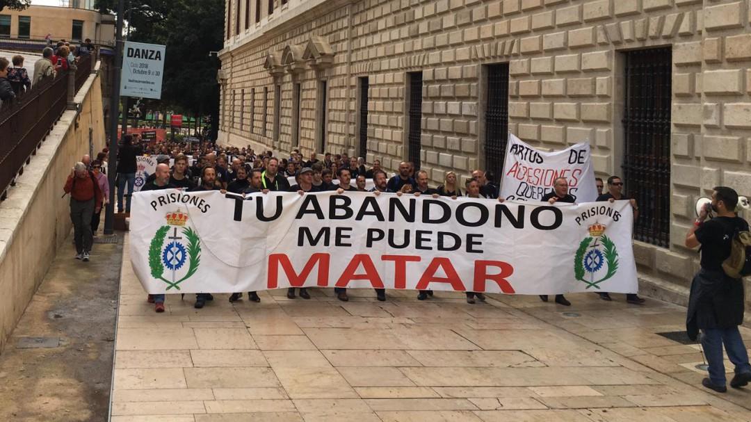 Los funcionarios de prisiones se manifiestan por las calles de Málaga