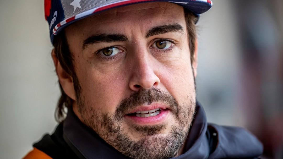"""Alonso estalla en la radio tras su accidente: """"No se puede correr con estos pilotos"""""""