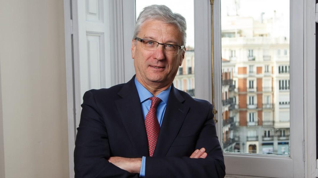 El juez Díez-Picazo compaginó su puesto en el Supremo con dar clases para la banca