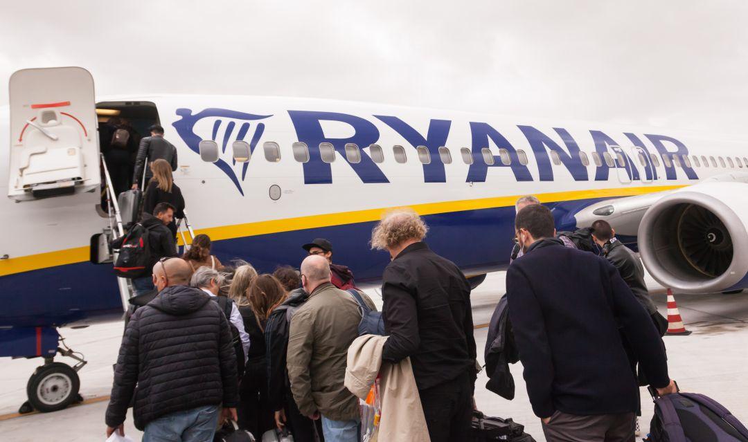 Ryanair empieza a cobrar por viajar con equipaje de mano