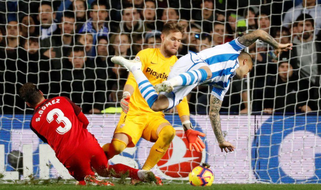 La Real Sociedad con Héctor Moreno empata contra Sevilla