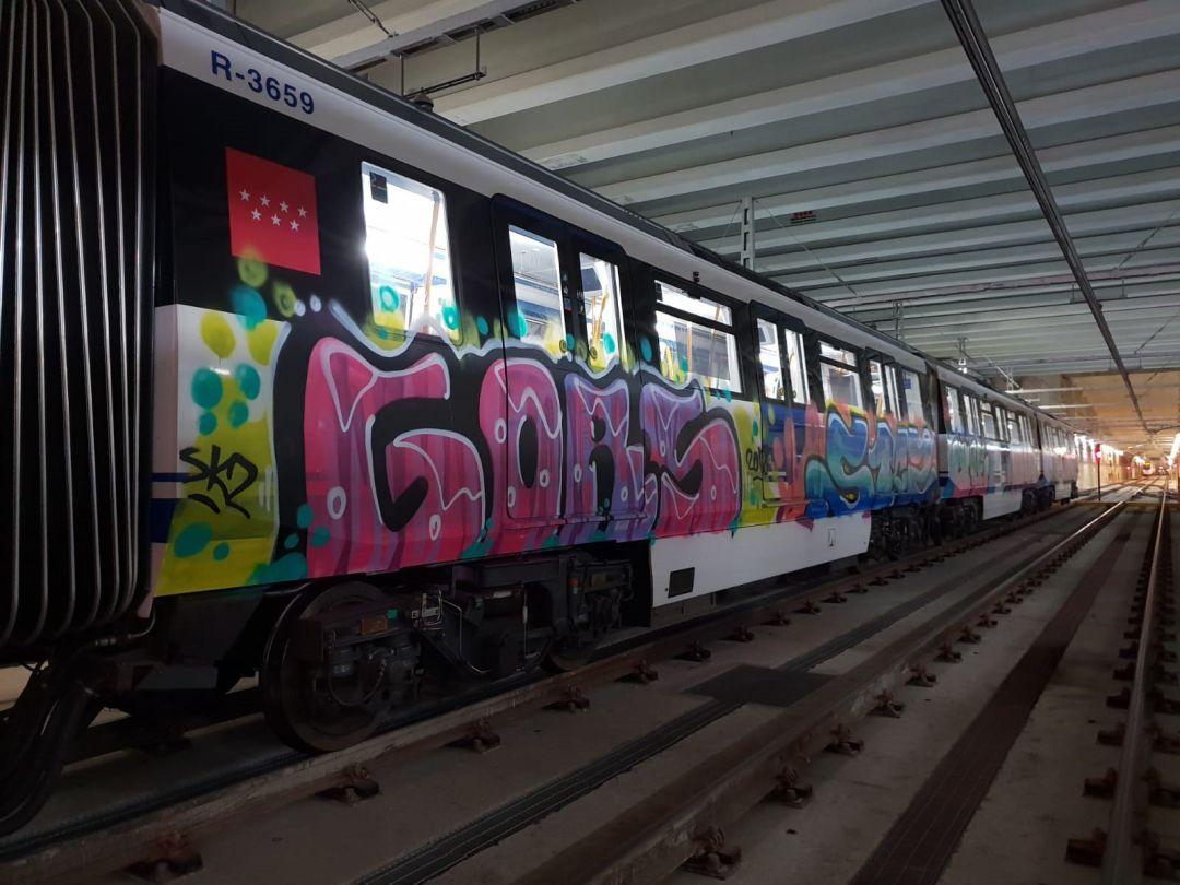 Grafiteros asaltan el metro de Barcelona y agreden a una embarazada