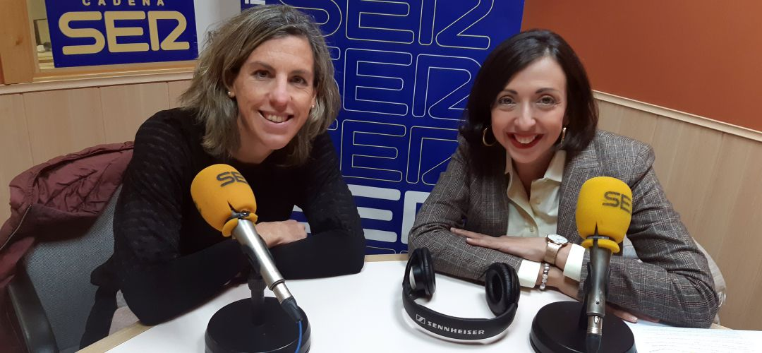 La directora de marketing y gerente de Sambil Outlet en los estudios de SER Madrid Sur