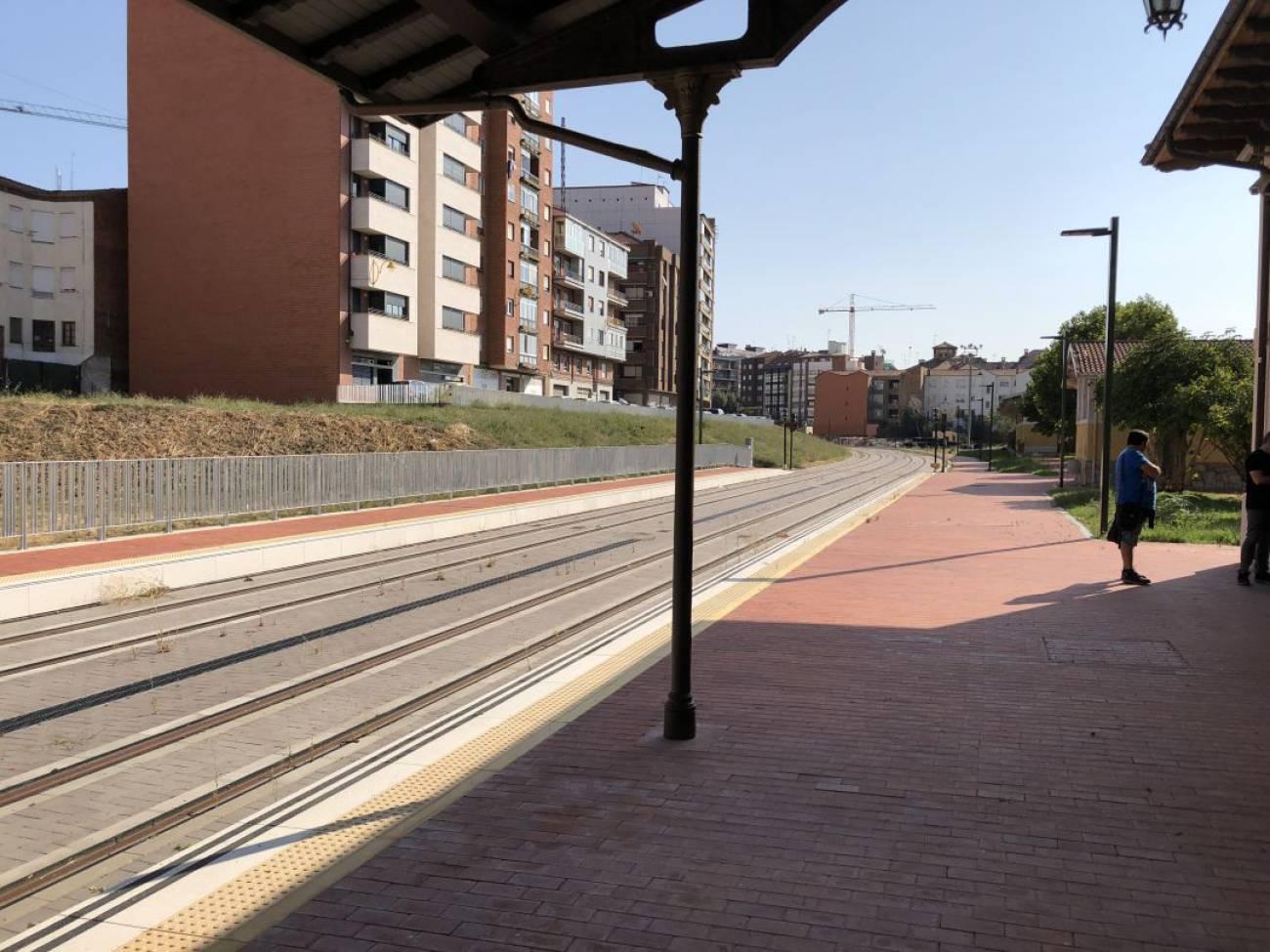 El ministro Ábalos mantiene que los trenes de FEVE llegarán al centro de León en enero de 2019