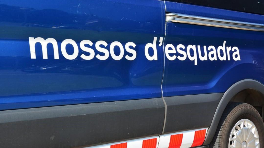 Detenidos una docena de jóvenes en Santa Coloma por una agresión sexual