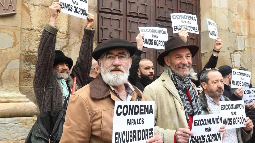 Los exseminaristas de La Bañeza piden la excomunión del cura condenado por abusos