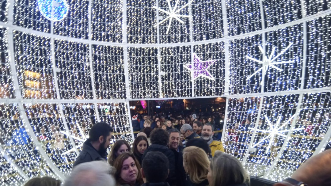 0ff096623b8 Así fue el encendido navideño de A Coruña con los actores de  Fariña ...