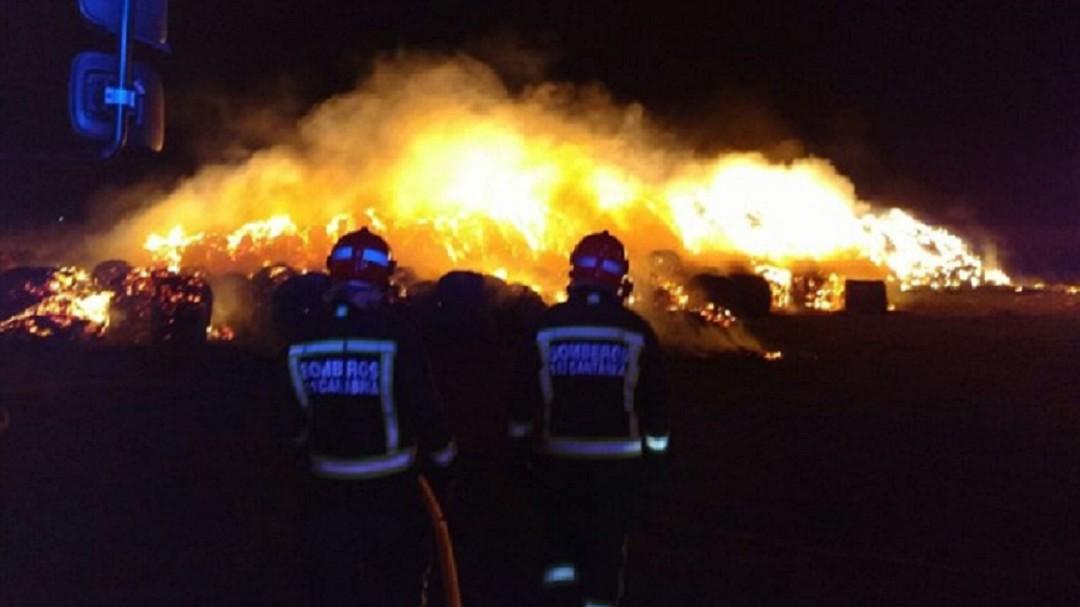 El hombre que quemó 2.000 pacas en Requejo no podrá volver al pueblo en 4 años