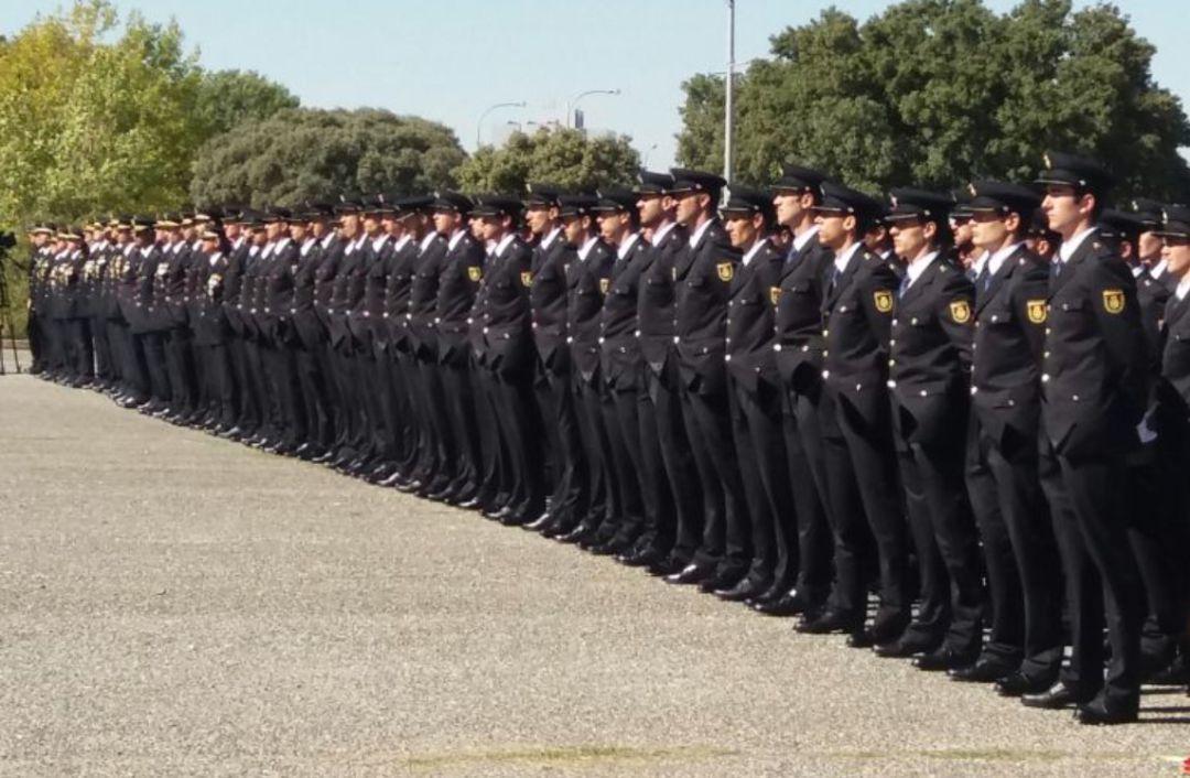 Policías formando en la Escuela Nacional de Policía en 2016