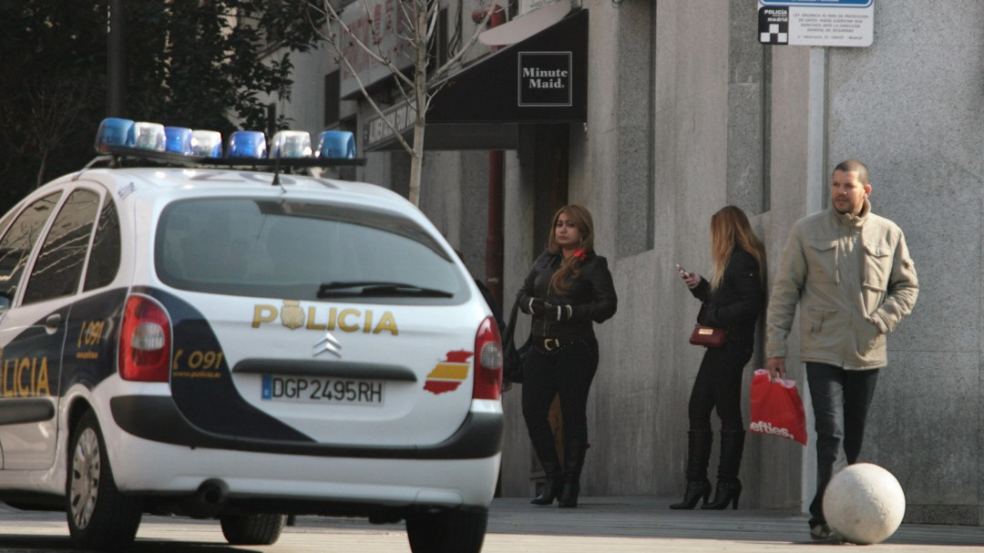 cárcel dueños burdeles multas clientes prostitución borrador