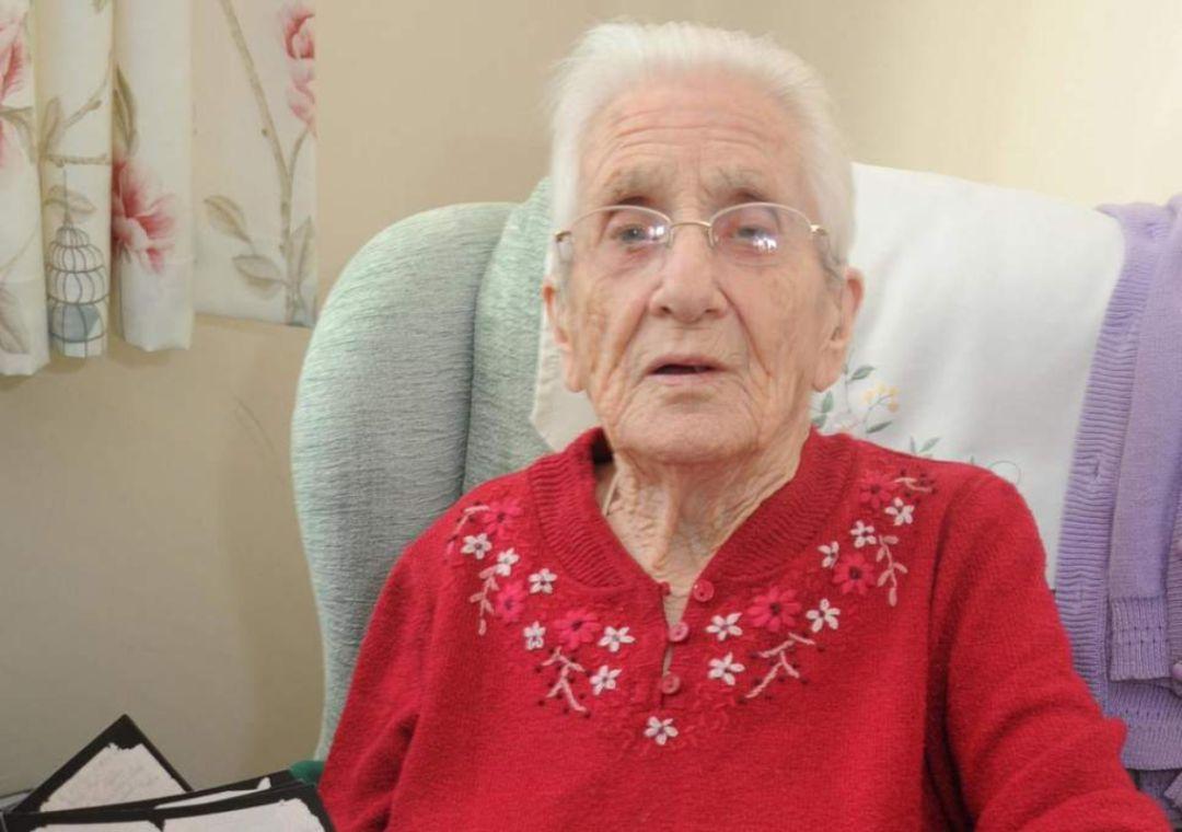 Anciana recibe una carta de su prometido después de 70 años