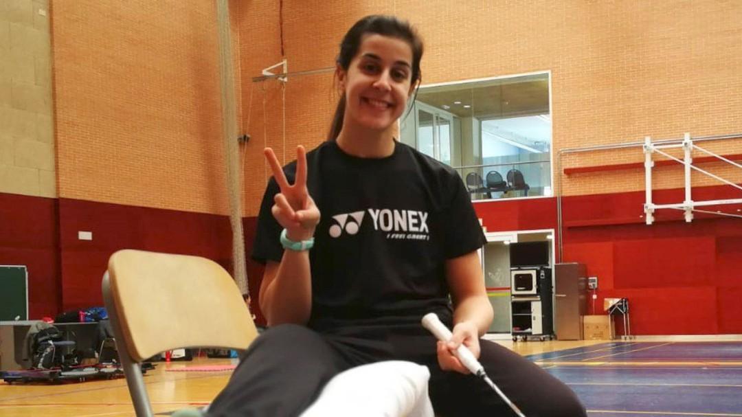 Carolina Marín vuelve a entrenar una semana después de su operación