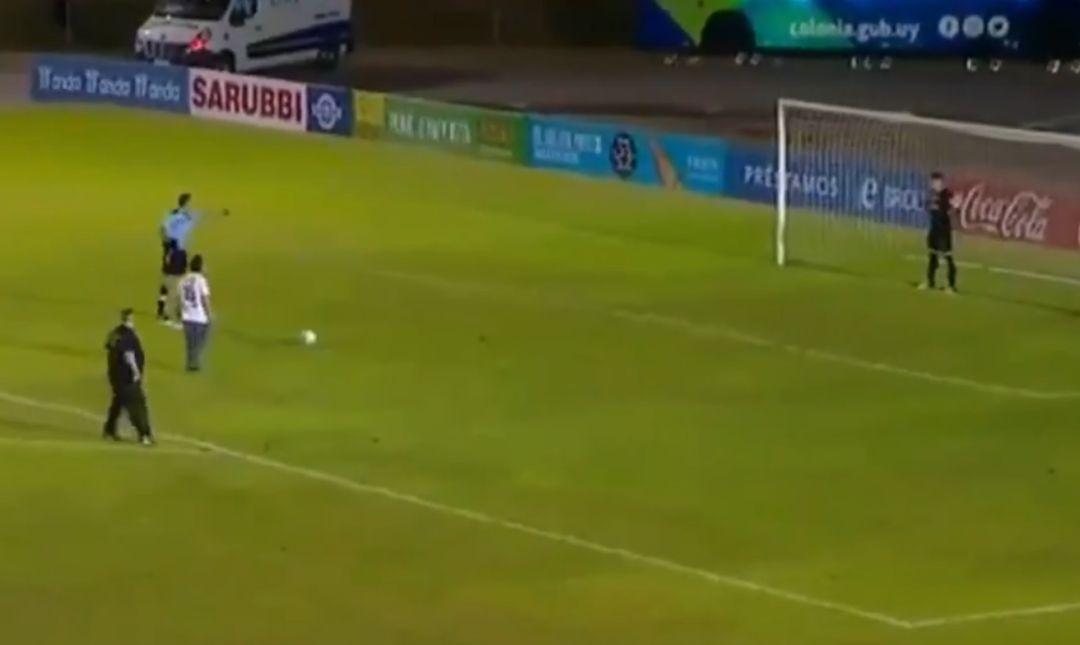 El conmovedor gesto de un arquero uruguayo con un hincha rival