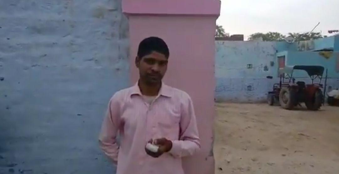 Votó a otro candidato y se amputó un dedo como castigo — India