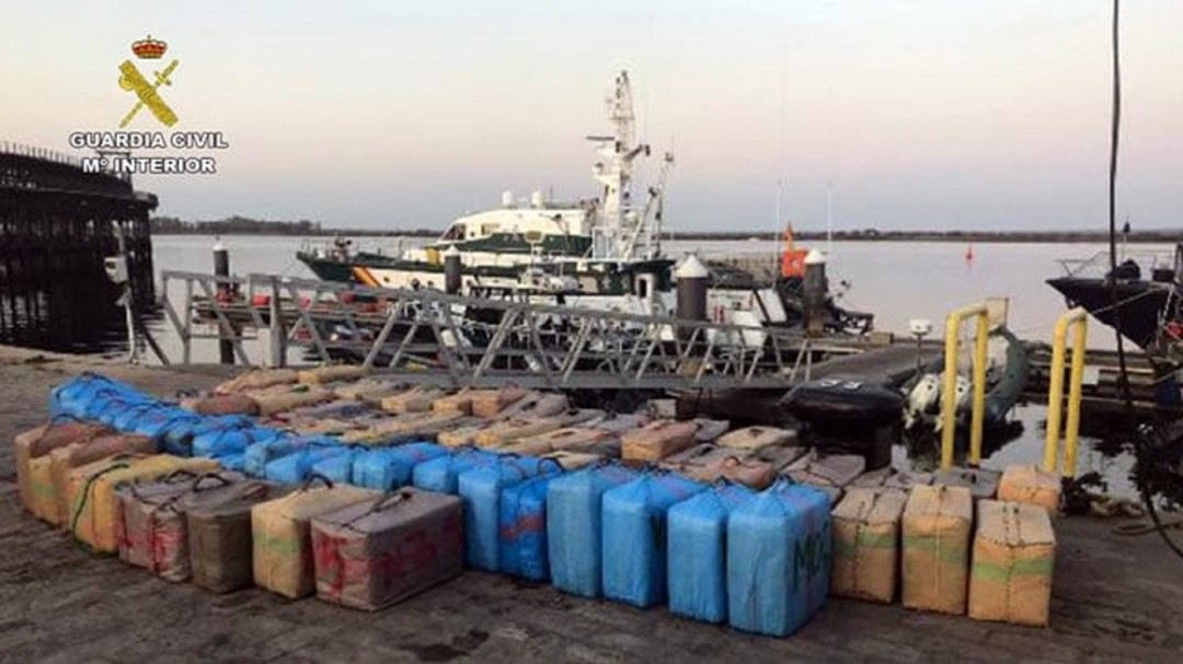 La Guardia Civil se incauta en la costa de más de once toneladas de hachís en los últimos 5 días
