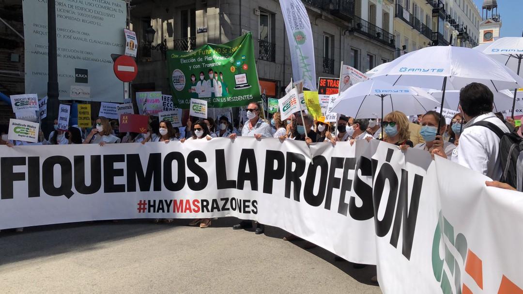 Los médicos internos residentes salen a la calle en protesta por el cambio en la adjudicación de plazas