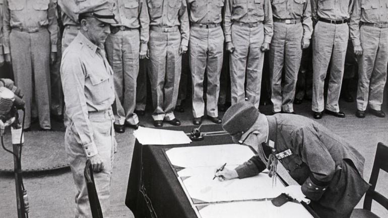 Acontece que no es poco | Momentazo humillante: MacArthur convoca a Hirohito