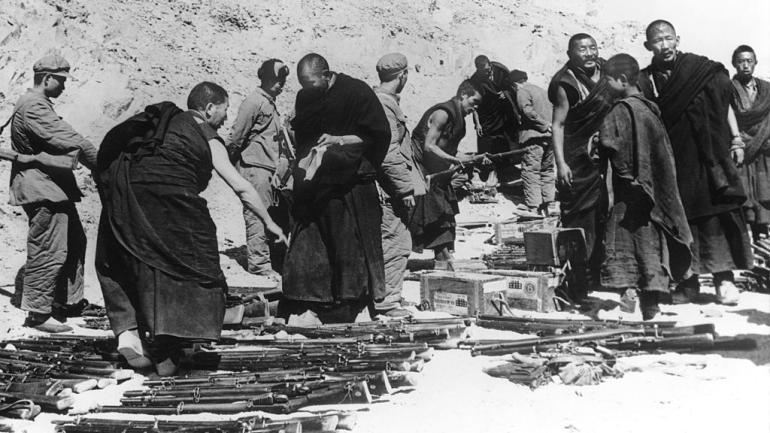 Acontece que no es poco | China invade El Tíbet