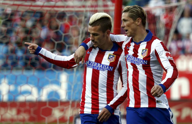 Atletico Madrid's Antoine Griezmann (L) celebrates his goal against Real Sociedad with teammate Fernando Torres during their Spanish first division soccer match at Vicente Calderon stadium in Madrid April 7, 2015. REUTERS/Susana Vera