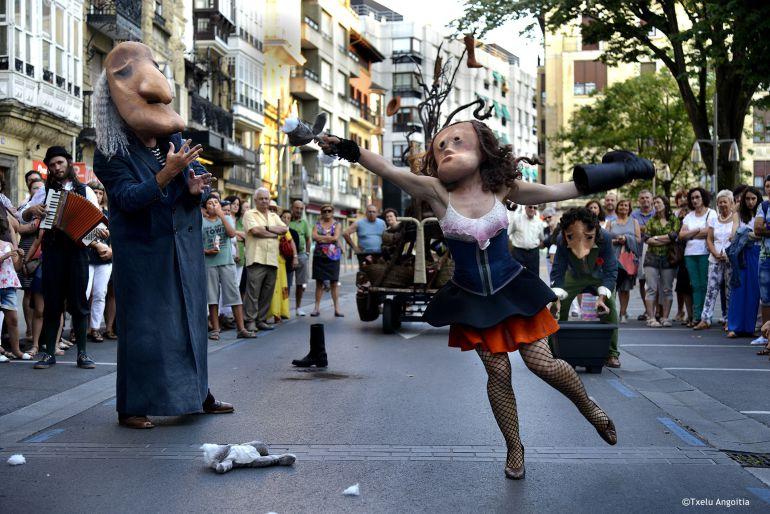 Teatro en la calle hasta finales de septiembre   radio_san_sebastian    Actualidad   Cadena SER