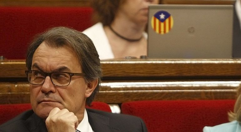President of the Catalunya Generalitat regional government Artur Mas sits during a control sesion of the Catalan Parliament in Barcelona on June 18, 2015. The junior party in the coalition that runs Catalonia said yesterday that its three ministers were pulling out of the regional government due to disagreements over its push to break away from Spain.  AFP PHOTO / QUIQUE GARCIA