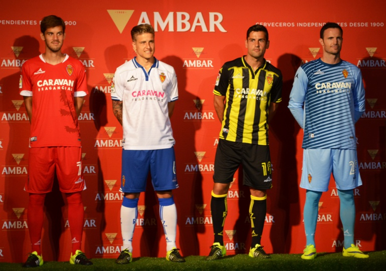 El Real Zaragoza estrena camisetas  7e63e5c58600f