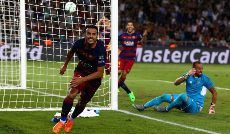 TBILISI, GEORGIA - AUGUST 11:  Pedro of Barcelona celebrates scoring their fifth goal past Beto of Sevilla in extra time during the UEFA Super Cup between Barcelona and Sevilla FC at Dinamo Arena on August 11, 2015 in Tbilisi, Georgia.  (Photo by Chris Brunskill/Getty Images)