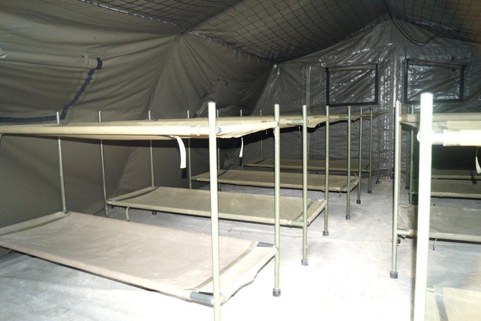 Así son las tiendas-dormitorio del campamento