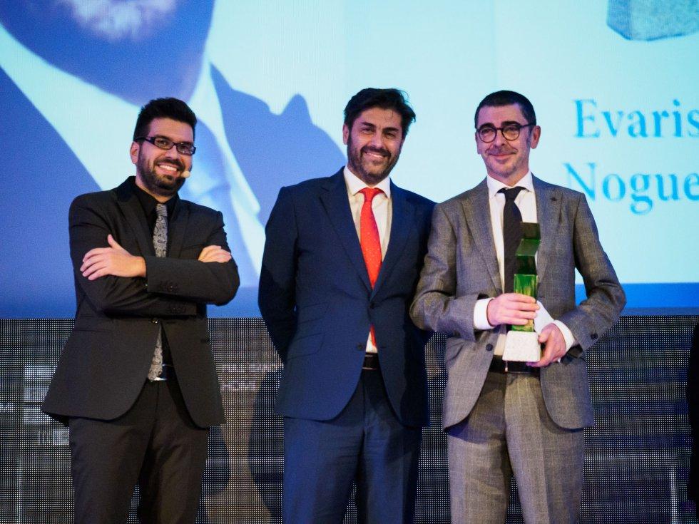 Luis Pardo, Vicente Jiménez, Director General de la Cadena SER y Evaristo Nogueira, que acaba de recibir la estatuilla del premio