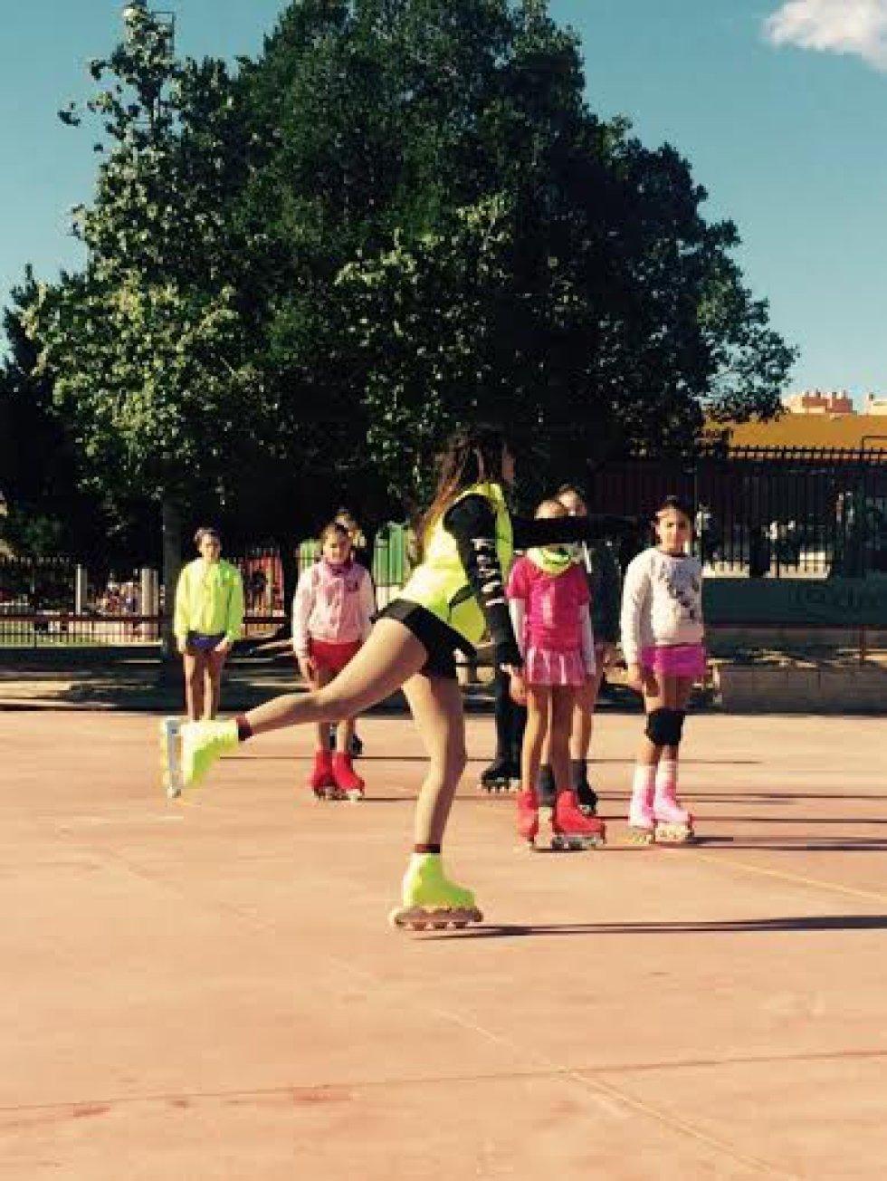 El equipo de Patinaje Artístico en Línea de Elche Patina acude a campeonatos en Las Rozas (Madrid), Toulouse (Francia) y Milán (Italia)
