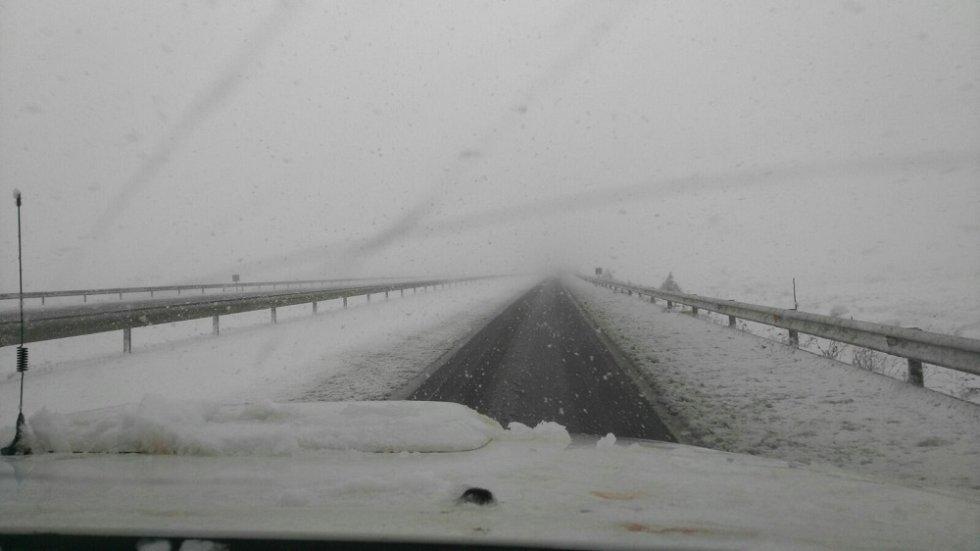 La nieve dificultaba la circulación en Monreal del Campo